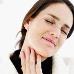 чем разрешается лечить горло во время ношения ребенка