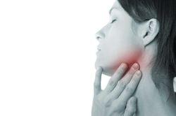 горло болит с левой стороны