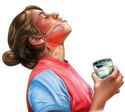 Полоскание горла для извлечения кости