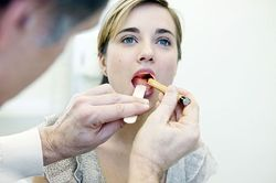 Врач лечащий болезни языка