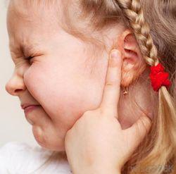 отдает боль в ухо