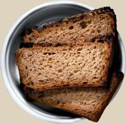 Проталкивание кости в горле сухой хлебной коркой